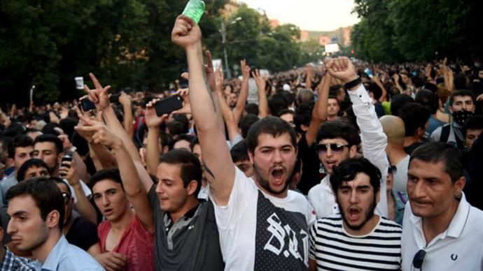 Armenian protests resemble Ukrainian Maidan coup scenario - Russian MP