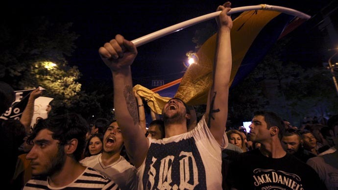 Armenia police vow to stay put as long as protests remain peaceful