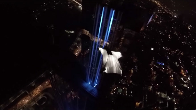 Model in glowing wingsuit lights up night skies over Panama City (VIDEO)