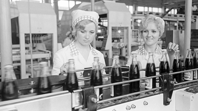 06/01/1974 Novorossiisky beer plant. Production line of Pepsi-cola. (RIA Novosti/N. Arkhangelskiy)
