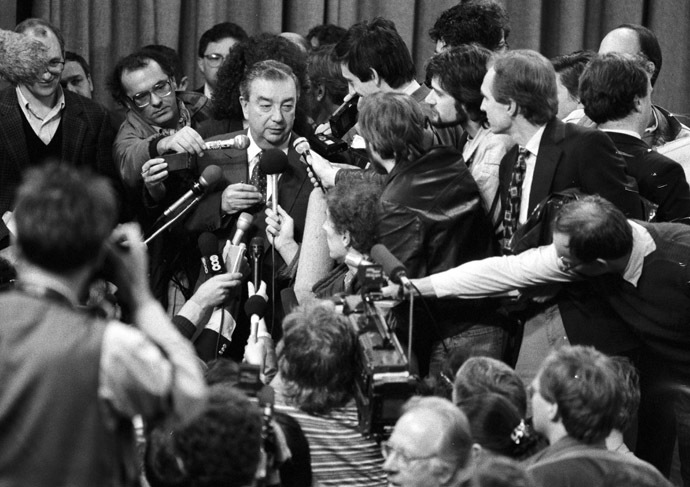 09/01/1991 Soviet Central Foreign Intelligence Service Director Academician Evgeny Primakov with journalists in the Soviet Foreign Ministry press center. (RIA Novosti / Prihodko)