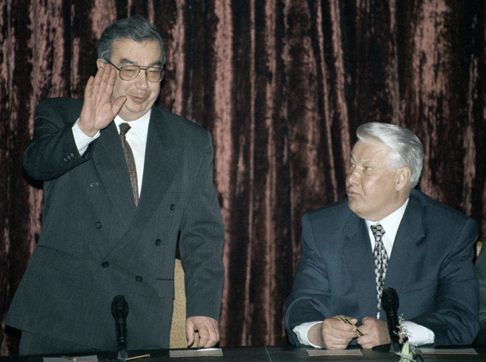 05/12/1998 Russia's President Boris Yeltsin (R) and Evgeny Primakov, Minister of Foreign Affairs, at a session of the Ministry of Foreign Affairs. (RIA Novosti / Vladimir Rodionov)