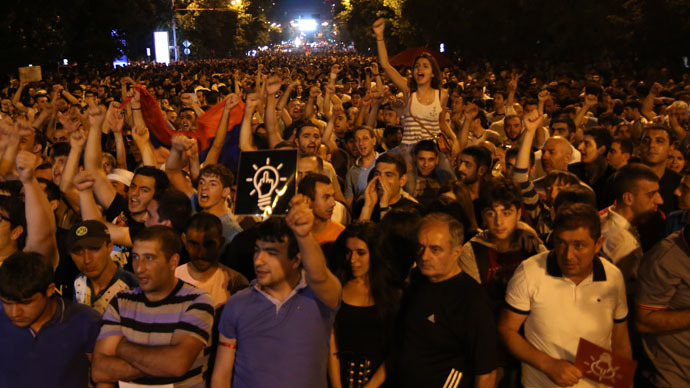 Armenia protesters leaving barricades amid authorities' call for 'constitutional order'