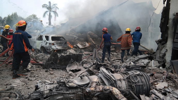 141 people killed as military plane crashes in residential area of Medan, Indonesia (VIDEO)