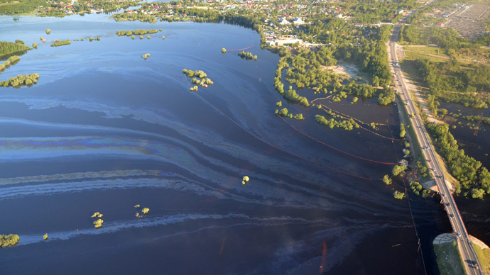 Crude oil leaks into water supply after pipeline rupture in Siberia