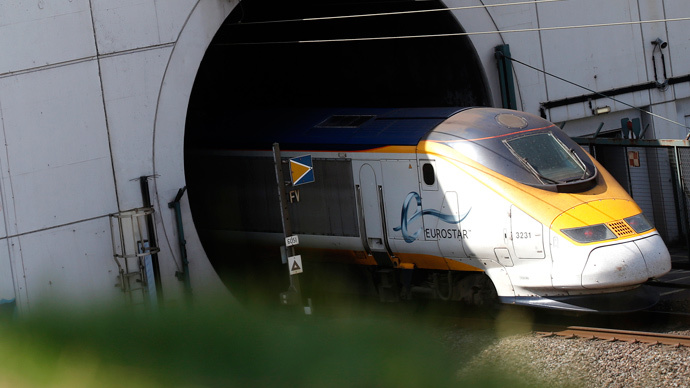 Track fire closes Eurostar tunnel at Calais
