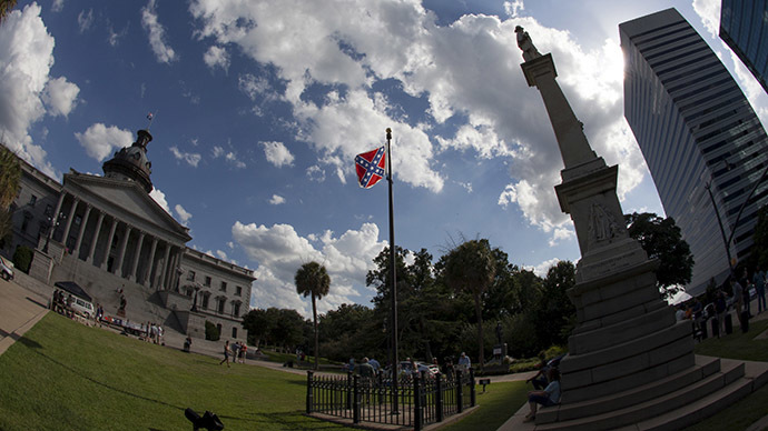 Brawl breaks out between Confederate flag supporters, opponents