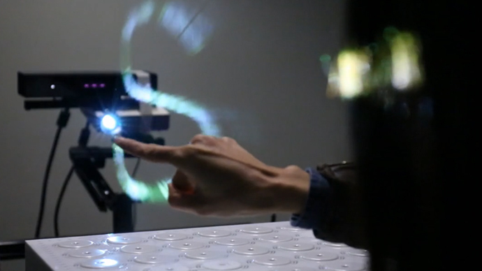 Digital drawing: Novel holographic device allows mid-air index finger artistry