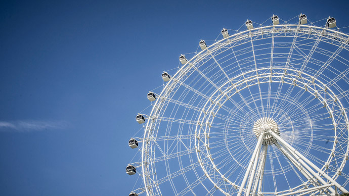 Left hanging: World's 5th largest Ferris wheel Orlando Eye strands riders for up to 3 hours