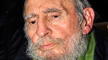 Say cheese! Fidel Castro makes first public appearance in 3 months (IMAGES)