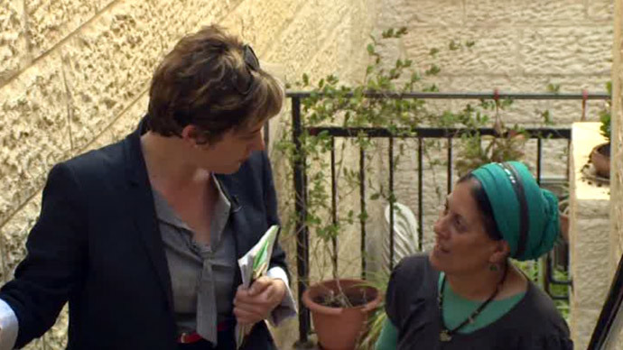 Paula Slier visits the Israeli part of a Hebron house divided between two families. Screenshot from RT video Screenshot from RT video