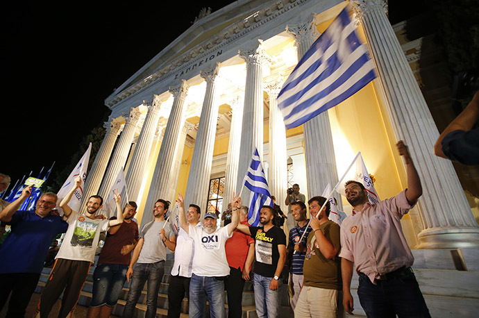 Anti-austerity 'No' voters celebrate in front of the Zappeion in Athens, Greece July 5, 2015. (Reuters / Jean-Paul Pelissier)