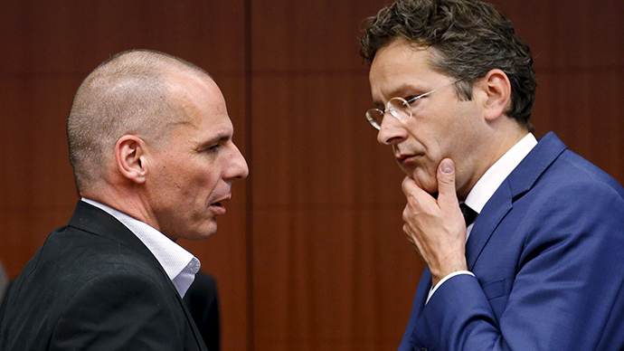 Former Greece's Finance Minister Yanis Varoufakis talks to Dutch Finance Minister and Eurogroup chairman Jeroen Dijsselbloem (R) (Reuters / Francois Lenoir)