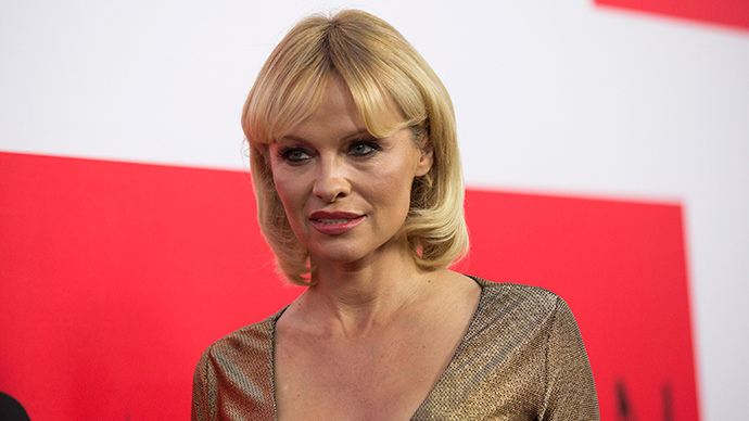 Pamela Anderson writes to Putin on behalf of endangered Fin whales