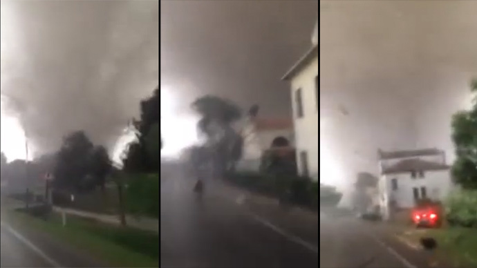 Italians shoot powerful tornado near Venice from their car (VIDEO)