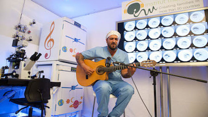 Spanish singer serenades 380 IVF embryos
