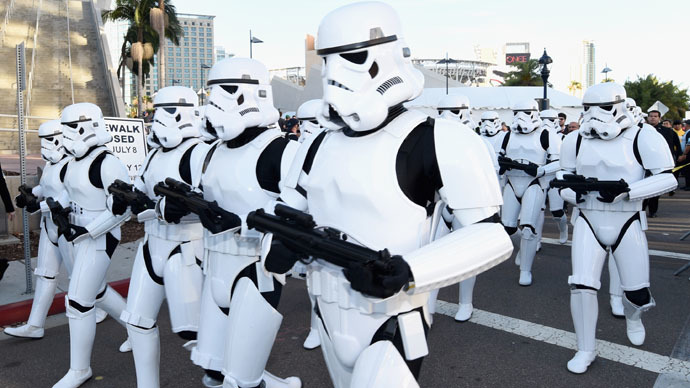 Imperial march: Stormtroopers escort 6,500 Star Wars fans to secret concert (PHOTOS, VIDEO)