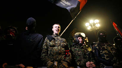 Poroshenko orders all illegal arms groups disarmed in Ukraine amid standoff with Right Sector