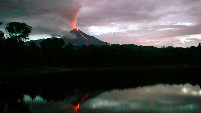 Mexico volcano eruption forces hundreds to flee their homes (VIDEO)