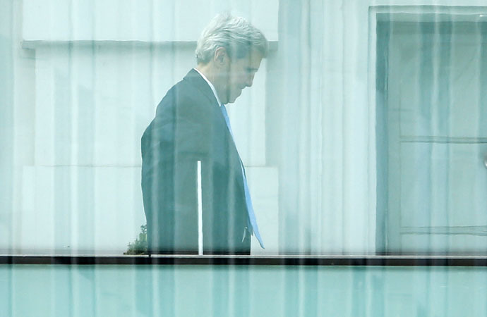 U.S. Secretary of State John Kerry walks on the terrace of Palais Coburg, the venue for nuclear talks in Vienna, Austria, July 12, 2015. (Reuters/Leonhard Foeger)