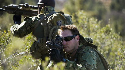 US Navy SEALs conducting training with SCAR rifles. (Photo courtesy: US Navy/MC2 Martin L. Carey)