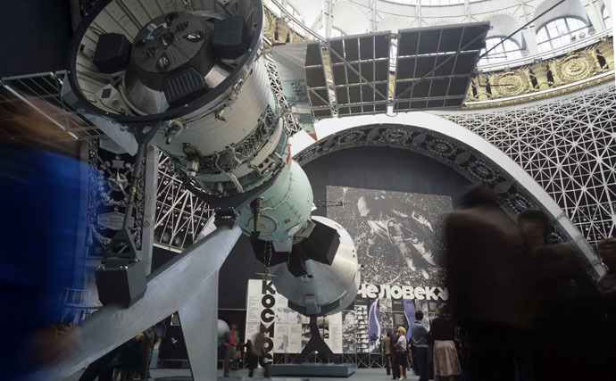 "Exhibits of the joint Soviet-American flight of the ASTP (Apollo–Soyuz Test Project, July 15-21, 1975) in the ""Kosmos"" pavilion of the Exhibition of Achievements of National Economy of the USSR (VDNKh). (RIA Novosti/Vladimir Bogatyrev)"