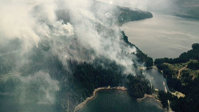 FILE PHOTO: Smoke rises from a fire on Dog Mountain, near Port Alberni, British Columbia in a picture release by the BC Wildfire Service July 11, 2015 (Reuters / BC Wildfire Service)