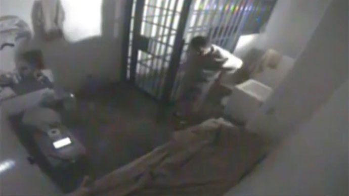Video shows Mexican drug kingpin escaping maximum security jail