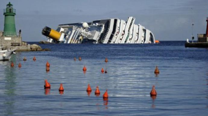 Costa Concordia turns into morbid tourist spectacle