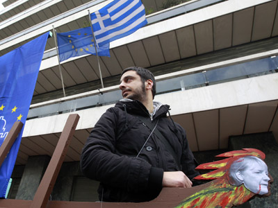 Greece tightens screws on creditors to accept haircut