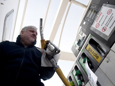 High petrol prices hit car-travellers