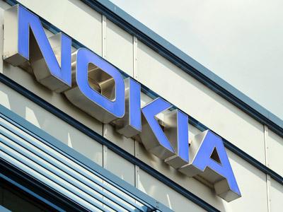 Struggling Nokia boosts stock options to avoid brain drain