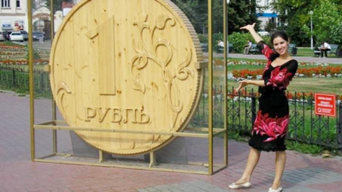 Rouble rebounds as commodities tide rises