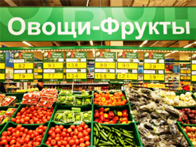 Russian retailers offer discounts to bring in the buyers