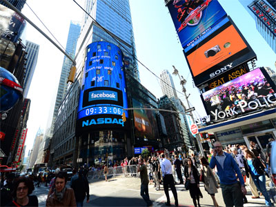 Digital ads create fortunes for an empty building in Times Square