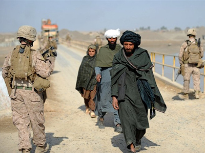 Petraeus spins Afghan war as reports paint grim picture