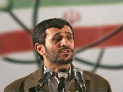 Ahmadinejad challenges Bush to debate