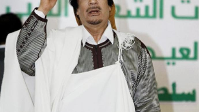 Gaddafi lays down arms after air strike threat