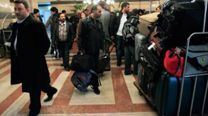 Violence escalates as observers leave Syria