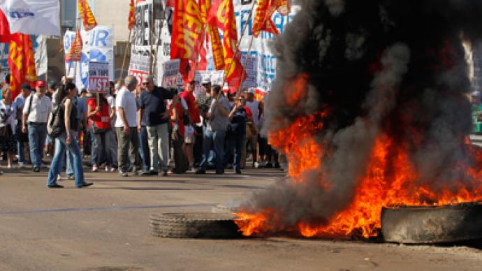 First mass strike in decade paralyzes Argentina, challenges Kirchner govt (PHOTOS)