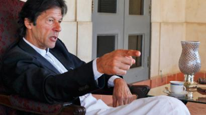 Pakistan's anti-drone campaigner Imran Khan removed from US airline for interrogation