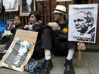 'No disrespect': Assange to remain at Ecuadorian embassy