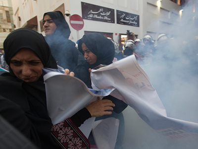 Stun grenades hit Bahraini protest ahead of F1 race (PHOTOS)