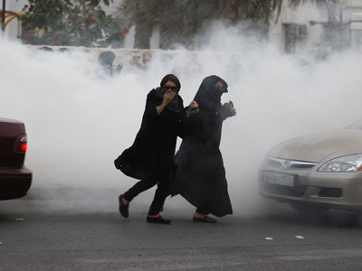 Bahraini police fire tear gas on thousands of protesters (PHOTOS, VIDEO)