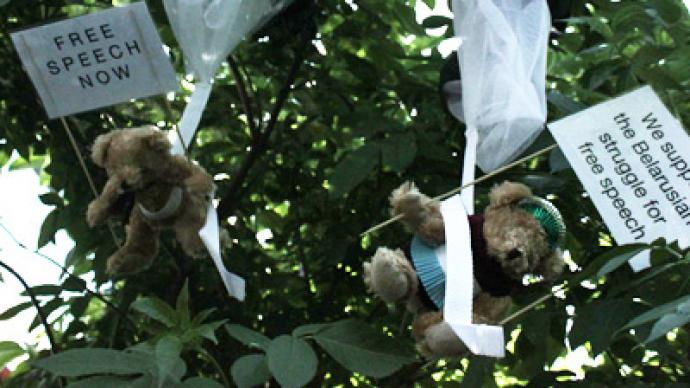Airbjörn! Belarus brass axed as Swedish paratrooping teddies invade (PHOTOS)