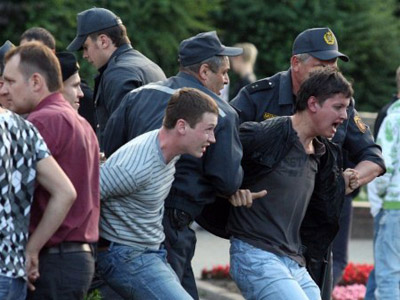Opinion poll expert detained in Minsk