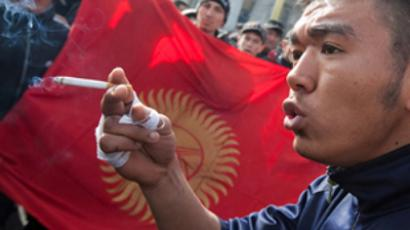 Kyrgyzstan buries victims of violence