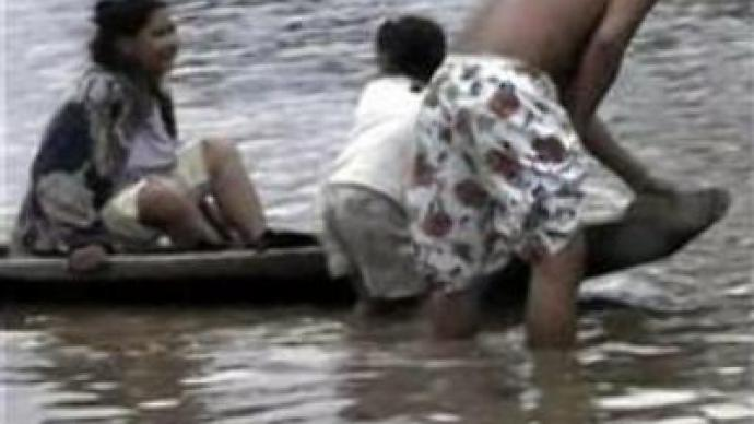 Bolivia flood makes thousands homeless