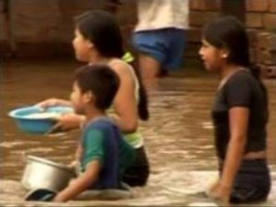 Bolivian children suffer from floods