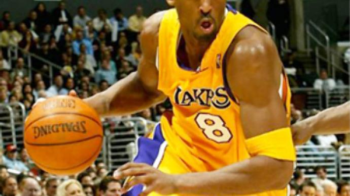 Bryant scores 40 as Lakers roll past Magic
